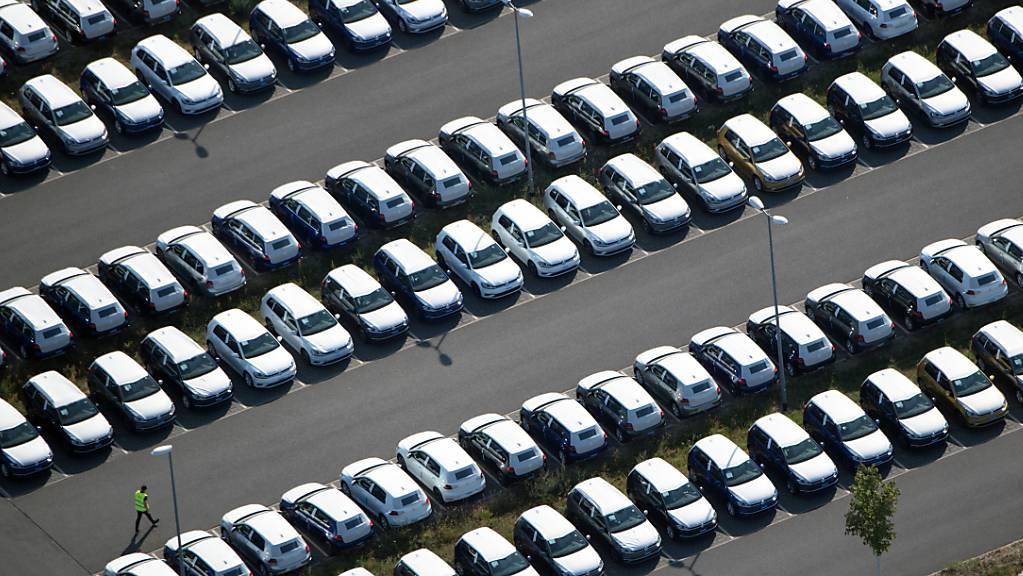 Die drei grossen deutschen Oberklasse-Autohersteller BMW, Audi und Mercedes-Benz haben im Gleichschritt mit der Corona-Pandemie zu kämpfen. (Archiv)