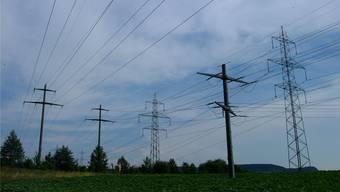 Der Netznutzungstarif gibt den Preis für den Stromtransport vom Kraftwerk bis ins Haus an. Mit diesen Einnahmen wird der Ausbau des Stromnetzes finanziert. Archiv