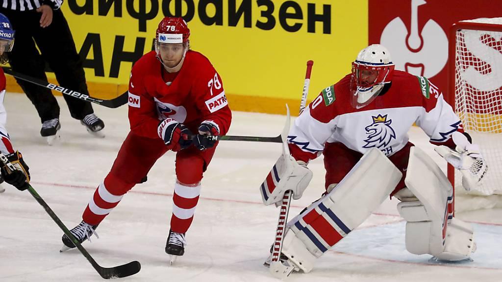 Tschechien (in weiss) verliert das WM-Startspiel in Riga gegen Russland mit 3:4. Am Samstag treffen die Tschechen auf die Schweiz