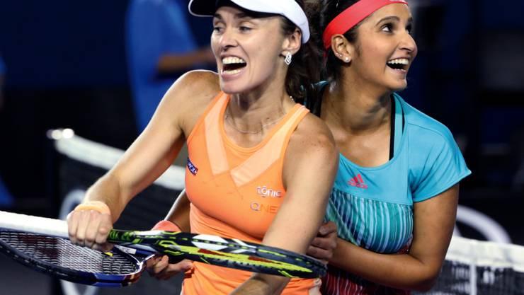 Martina Hingis und die Inderin Sania Mirza feiern nach einem ihrer Turniersiege