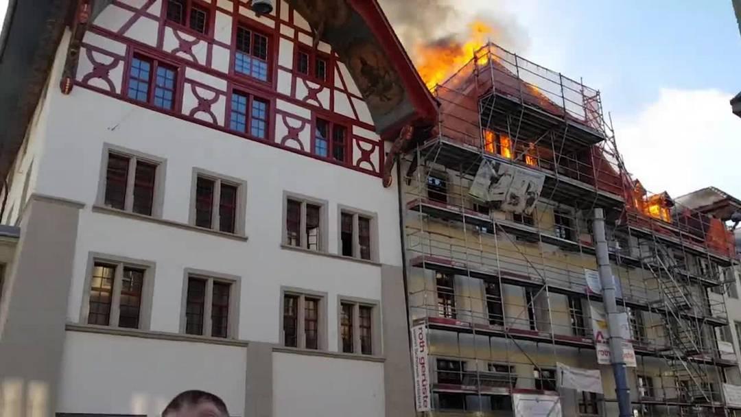 Inferno in der Aarauer Altstadt: Die Feuerwehren kämpften bis in die Nacht gegen die Flammen
