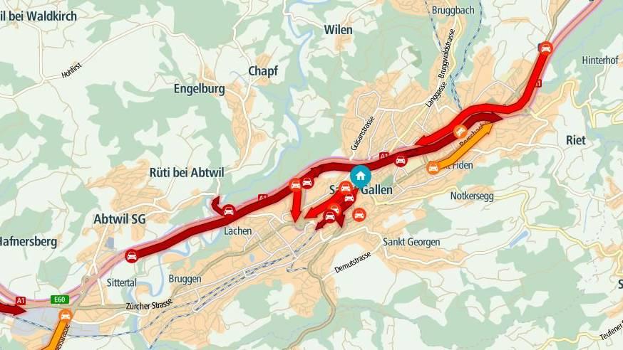 Auf der Stadtautobahn Gossau Richtung St.Gallen auf der Höhe Autobahnbrücke in Richtung Innenstadt staut es.