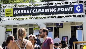 Die Cashless-Karte konnte der Gurten-Besucher vorgängig mit Geld aufladen, um damit für den Drink an der Bar, die neue Sonnenbrille vom Ramsch-Stand und sogar für die Glace zu bezahlen.