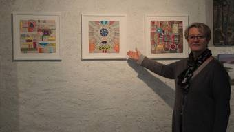 Die Kindergärtnerin Maja Hungerbühler lässt sich von verschiedenen Materialien für ihre Stoffbilder inspirieren.