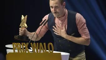 Der Erfolg gibt dem Luzerner Musiker Marco Kunz (hier bei der Verleihung des Prix Walo 2016) recht: Es hat sich gelohnt, Job und finanzielle Sicherheit hinter sich zu lassen, um den Traum von Musik und Freiheit zu leben. (Archiv)