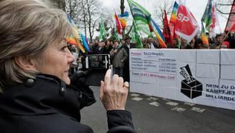Vor knapp sechs Jahren reichten Aktivisten aus dem rot-grünen Lager das Referendum gegen die Beschaffung neuer Kampfjets ein - und siegten anschliessend an der Urne.