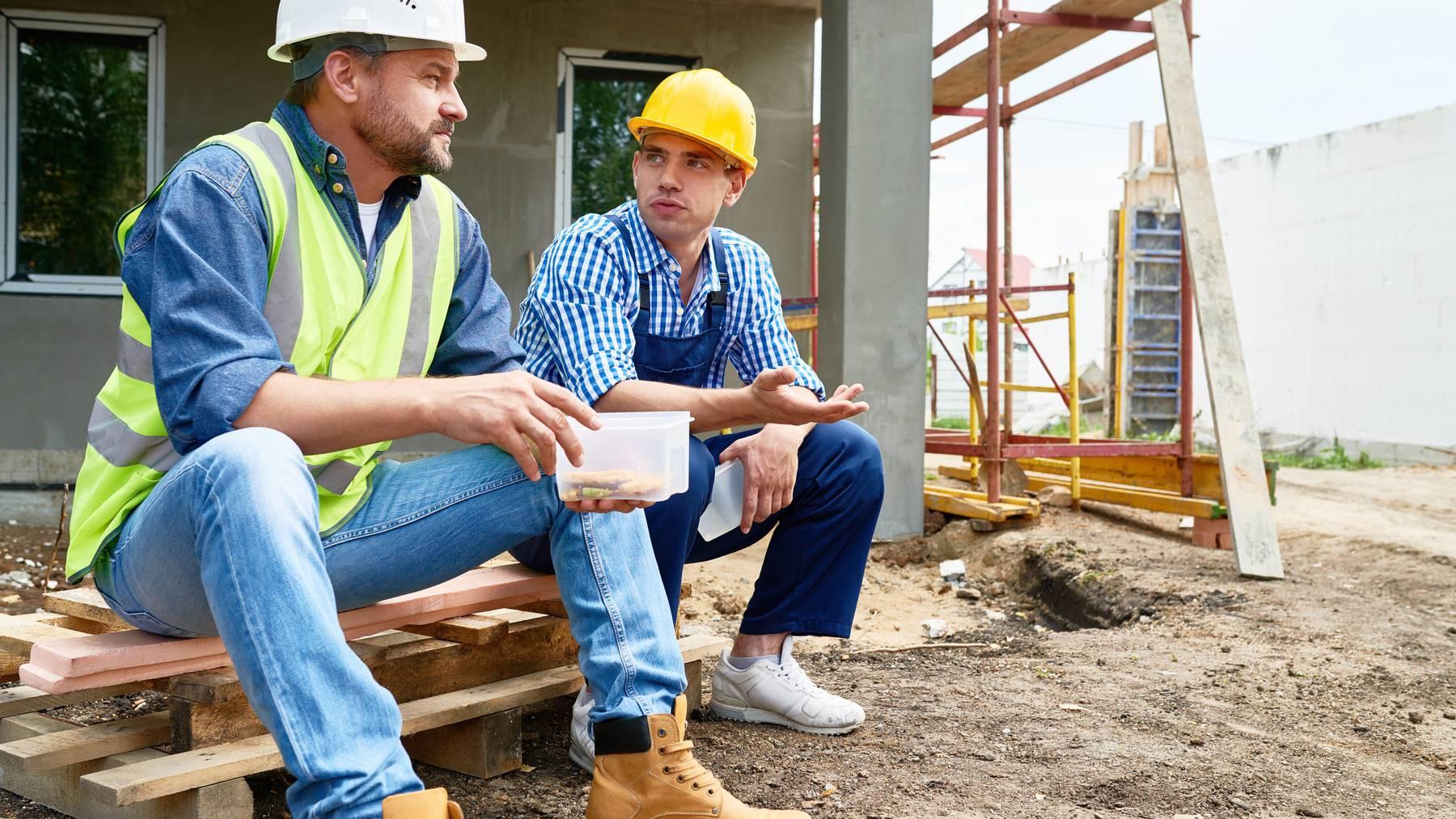 Die Esssituation gestaltet sich für Bauarbeiter oft schwierig. (Symbolbild)
