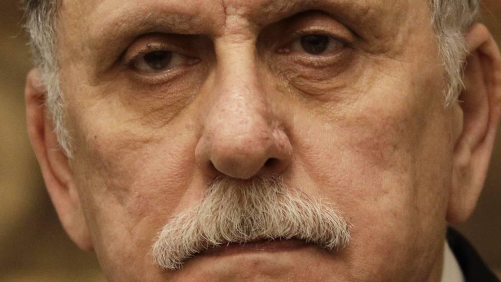 Fajis al-Sarradsch, Ministerpräsident von Libyen, nimmt an einer Pressekonferenz teil.