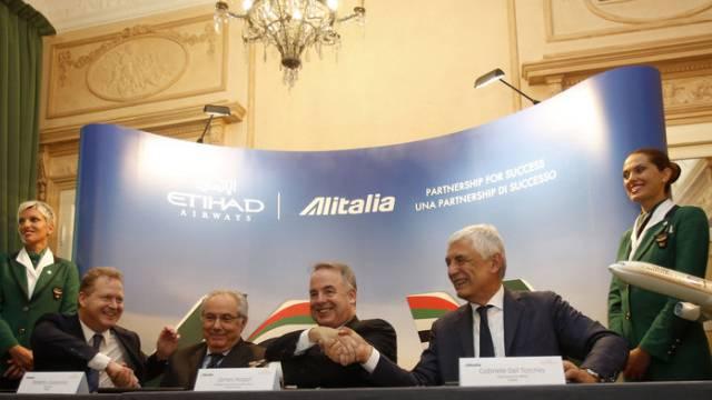Freude nach der Vertragsunterzeichnung am Freitag in Rom