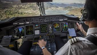 Blick ins Cockpit. Satelliten sollen Passagiermaschinen künftig verfolgen.