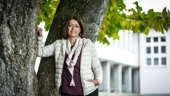 Christine Hächler vor dem Oberstufenschulhaus der Kreisschule Mittleres Wynental in Unterkulm. Chris Iseli