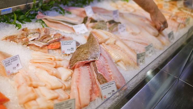 Erstmals seit Jahren haben Schweizerinnen und Schweizer im letzten Jahr wieder weniger Fisch gegessen. (Archivbild)