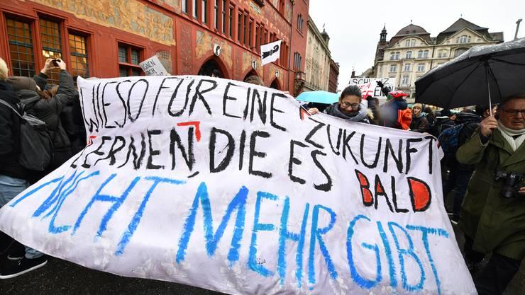 Hunderte Schüler demonstrierten im Dezember in Basel für den Umweltschutz.