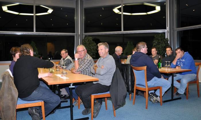 Interessierte Zuhörer an der Generalversammlung der SVP im Seehotel Delphin