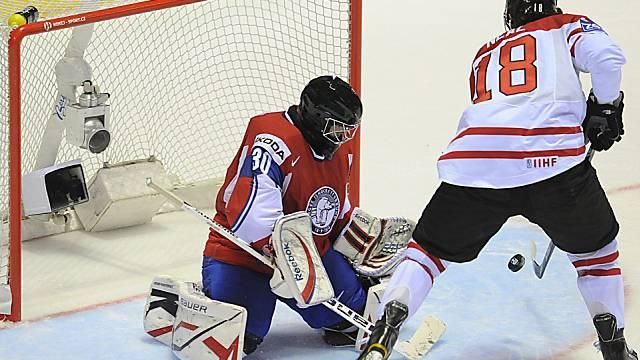 James Neal bezwingt Goalie Lars Haugen zum 3:0 für die Kanadier