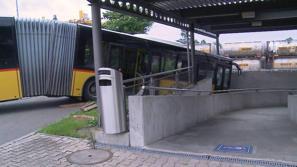 Postauto neben der Spur: Zwei Unfälle in zwei Tagen