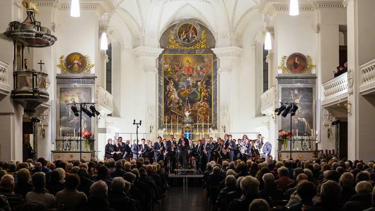 Die Stadtmusik Olten durfte für ihre Darbietung von «Drei Haselnüsse für Aschenbrödel» vom Publikum den verdienten Applaus entgegennehmen. (Foto: David Tschan)