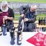 Ältere Menschen geniessen gerne mal ein Gläschen Wein. Unser Autor deckt die Gründe auf. (Symbolbild)