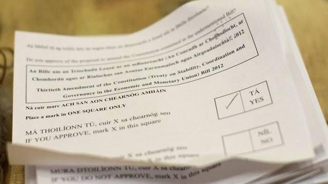 Stimmzettel zum EU-Fiskalpakt: Die Iren stimmen Ja