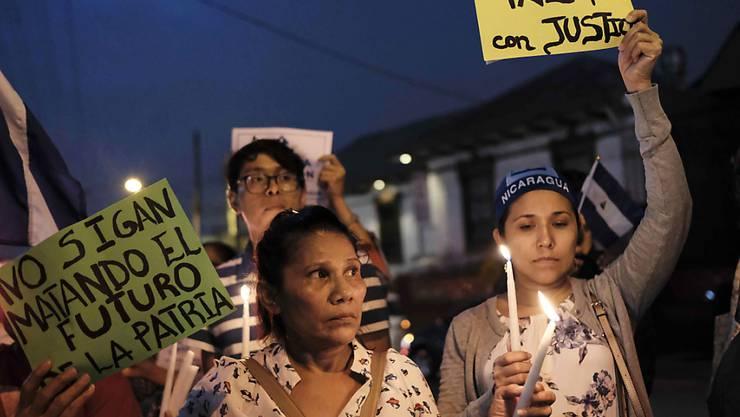In Costa Rica haben sich zahlreiche Flüchtlinge aus Nicaragua eingefunden und protestieren auch dort gegen die Regierung in Managua.
