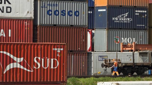 Der Containerumschlag verzeichnete weniger Rückgang als der Gesamtumschlag
