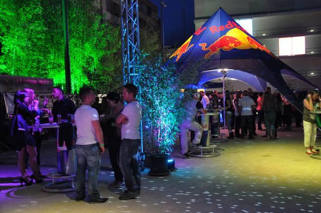 Urbanes Flair und viel Grün machen die Outdoor-Party zu etwas ganz Speziellem