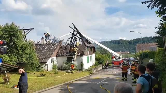 In Lüterkofen ist in einem Wohngebäude ein Brand ausgebrochen