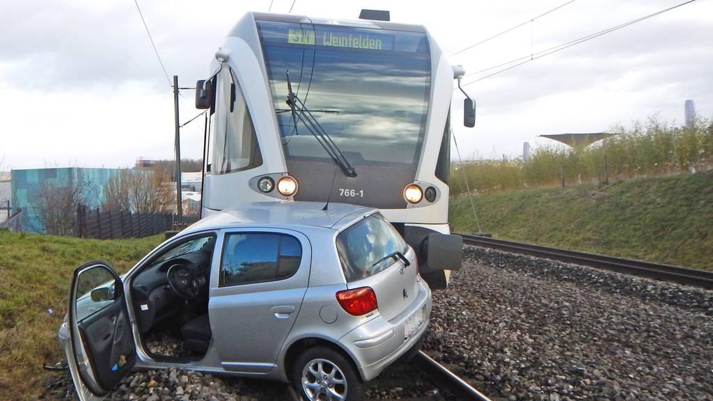 76-jährige Fahrerin kann sich in letzter Minute in Sicherheit bringen