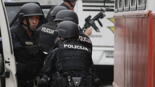 Polizei nach dem Angriff auf die US-Botschaft in Sarajevo vor Ort (Archiv)