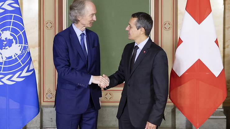 Haben sich in Bern über Syrien ausgetauscht: Bundesrat Cassis (rechts) und der Uno-Sondergesandte Pedersen.