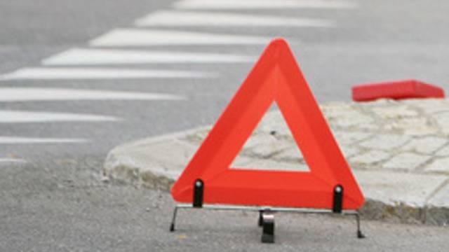 Ein 59-jähriger Autofahrer hat in Widen einen Fussgänger touchiert. (Symbolbild)