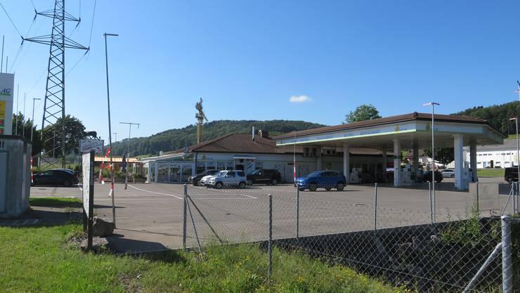 Wohlen, 26. Mai: Die Basch AG schliesst ihr Restaurant (Benny's Steakhouse). Stattdessen wird auf dem Gelände eine Autowaschanlage gebaut.