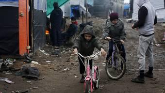 """Der """"Dschungel von Calais"""" soll demnächst geräumt und die Menschen in Orten in ganz Frankreich umgesiedelt werden. (Archiv)"""