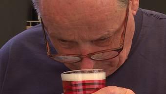 Mitten in den letzten Vorbereitungen wird der Eventchef und Öufi-Bier-Inhaber Alex Künzle einem Blindtest unterzogen. Kann er sein Bier von der Konkurrenz unterscheiden?