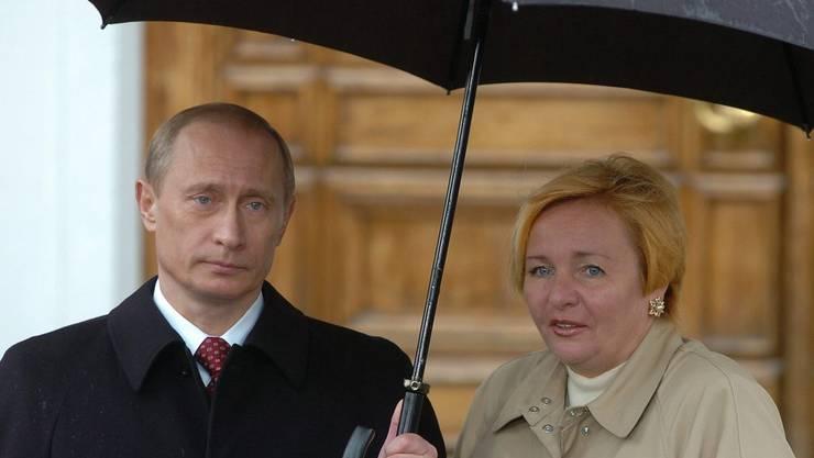 irgendwie sah putin schon 2005 mit seiner ljudmila nicht so ganz glcklich aus - Putin Lebenslauf
