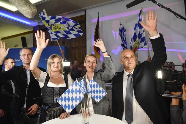 Die rechtspopulistische AfD, die zum ersten Mal bei einer Landtagswahl in Bayern antrat, kommt auf über 10 Prozent.