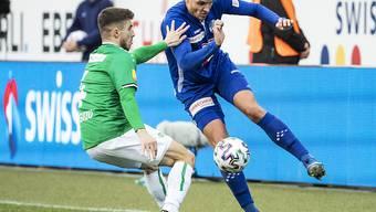 St. Gallens Leonidas Stergiou (links) im Zweikampf gegen Luzerns Pascal Schürpf