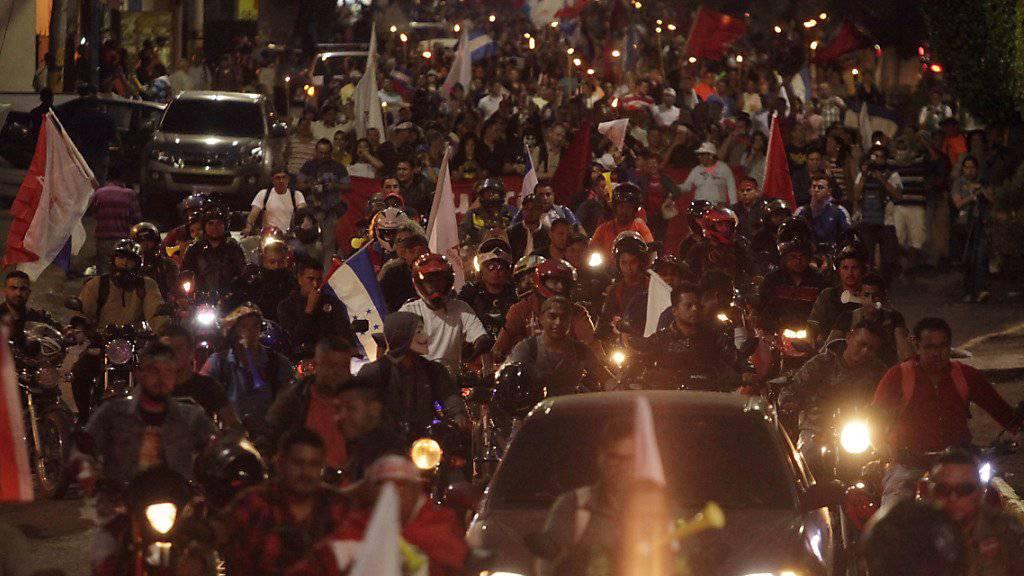 Nächtlicher Protestzug der Opposition in Tegucigalpa