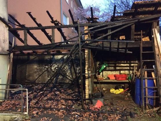 Der Hausanbau in Allschwil brannte komplett nieder - das Haus blieb soweit unbeschädigt.
