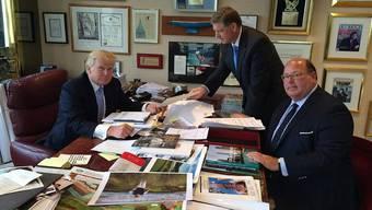 Ein Berater der ersten Stunde: Ed McMullen (rechts) mit Donald Trump (links) in dessen Büro in New York.ho