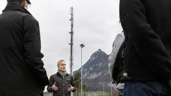 Gomas-Präsident Galli über die Mobilfunkantenne auf dem Schul- und Sportplatz in Günsberg