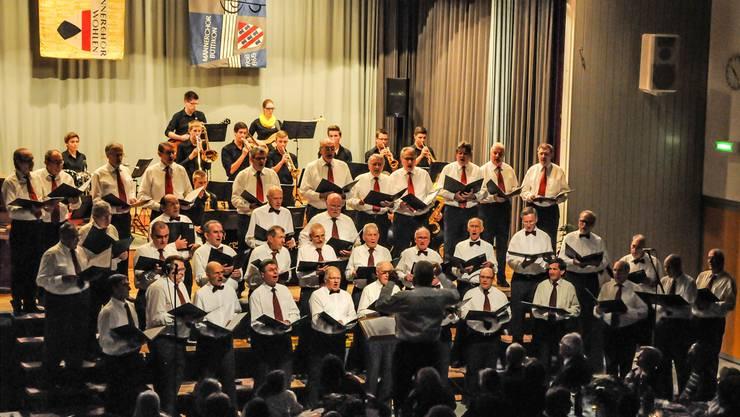 Chorgemeinschaft Büttikon-Wohlen mit Gastsängern beim tollen, gemeinsamen Auftritt mit den Crazy Hoppers.