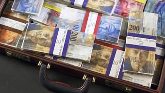 Der Nationlrat will am Bankgeheimnis im Inland festhalten. Er hat eine entsprechende Motion seiner Wirtschaftskommission angenommen. (Symbolbild)