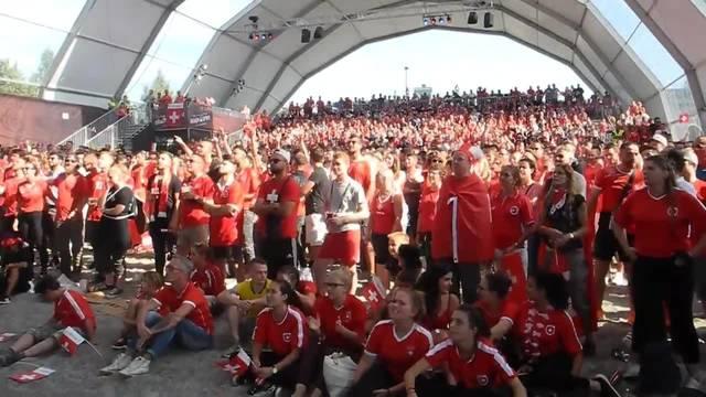 Die Schweizer fiebern im Dome von «Beach Style» mit der Nationalmannschaft im Achtelsfinalspiel gegen Schweden mit