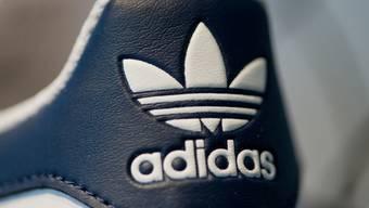 Ziele erhöht: Adidas erwartet nun ein Umsatzplus von 17 bis 19 Prozent und eine Gewinnsteigerung von 26 bis 28 Prozent im Gesamtjahr. (Archiv)