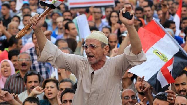 Demonstranten in Kairo protestieren gegen die ägyptischen Islamisten
