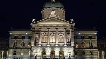 Bundesplatz und Bundeshaus in Bern, 2. November 2017.
