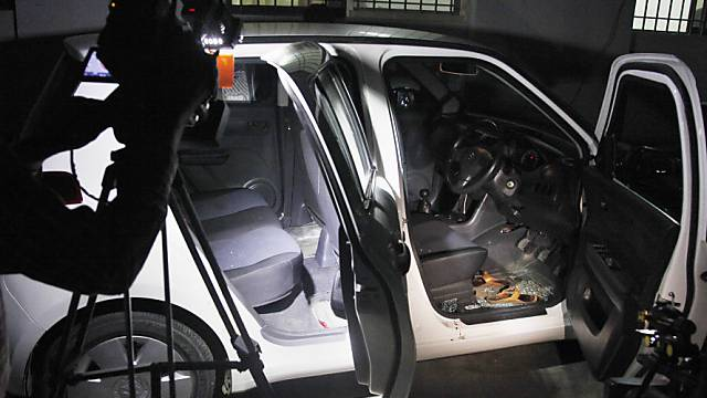 Das Auto der getöteten Menschenrechtsaktivistin nach dem Anschlag