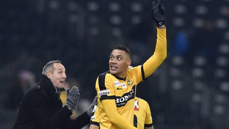 YB-Stürmer Guillaume Hoarau freut sich nach seinem Tor zum 2:0 gegen Basel.