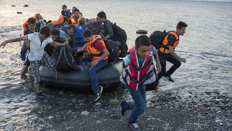 Flüchtlinge gehen auf der griechischen Insel Kos an Land. Sie sind sind damit - von der Türkei her kommend - in der EU.